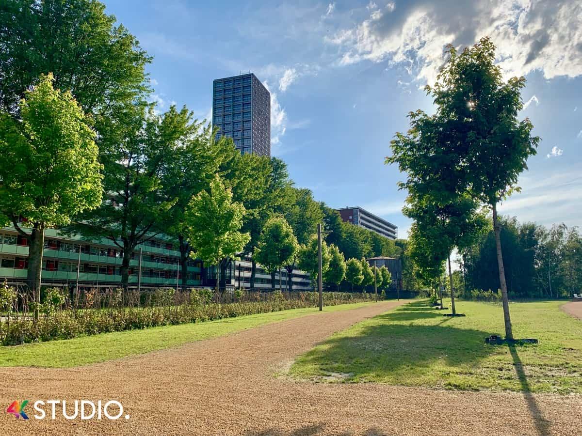 Westpoint vanaf het Spoorpark Stadspark in Tilburg